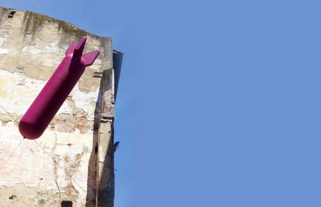 la bomba – installazione realizzata in collaborazione con valerio michelucci – via sant'omobono livorno